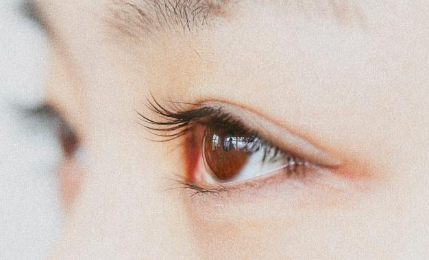 长期戴隐形眼镜的危害有哪些?
